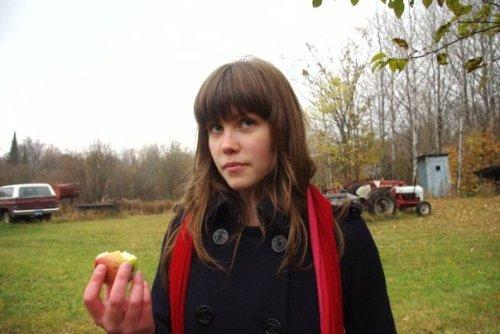 anna and an apple